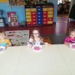 Warsztaty sensoplastyczne w przedszkolu - Kolorowy ryż